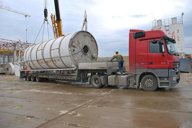 Перевозка бетонного завода на трале